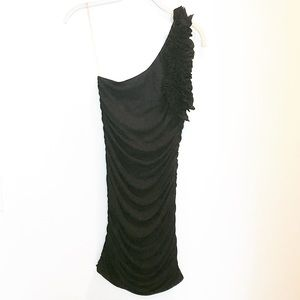 Black ruched one shoulder bodycon dress