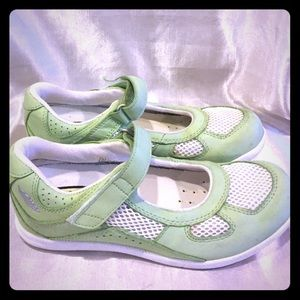 Keen Shoes - Keen Mary Jane Lime Green  shoes size 5 wide