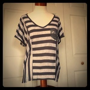 love on a hanger Tops - Large gray stripe shirt with lace detail