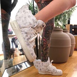 Jeremy Scott x Adidas Shoes - Adidas originals Jeremy Scott wings marble sneaker
