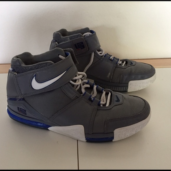 more photos 0b024 783b7 Nike Zoom Lebron 2 Basketball Shoes Men s Size 10.  M 59138ad3713fde364a004b11