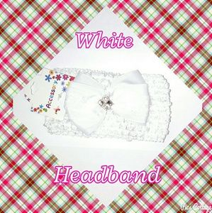 Other - NWT- White Crochet Headband with Bow