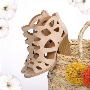 LIGHT TAUPE CUT OUT SANDAL HEEL