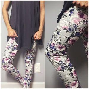 Pants - 🆕Floral Print Brushed Knit Leggings