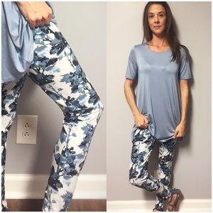Pants - 🆕 Blue Mix Brushed Knit Floral Print Leggings