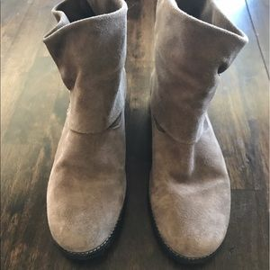 Shoes - Tan Ankle Booties