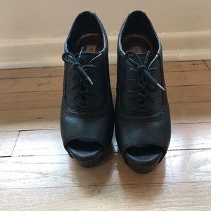 Steve Madden black leather Oxford wedges