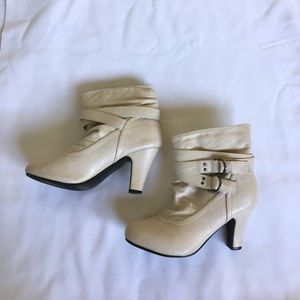 Rue21 Shoes - White Ankle Boots (M)7-8)