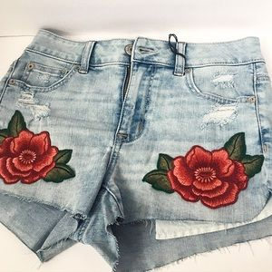 American Eagle Outfitters Pants - 🎉HP🎉 American Eagle Floral Denim Shorts