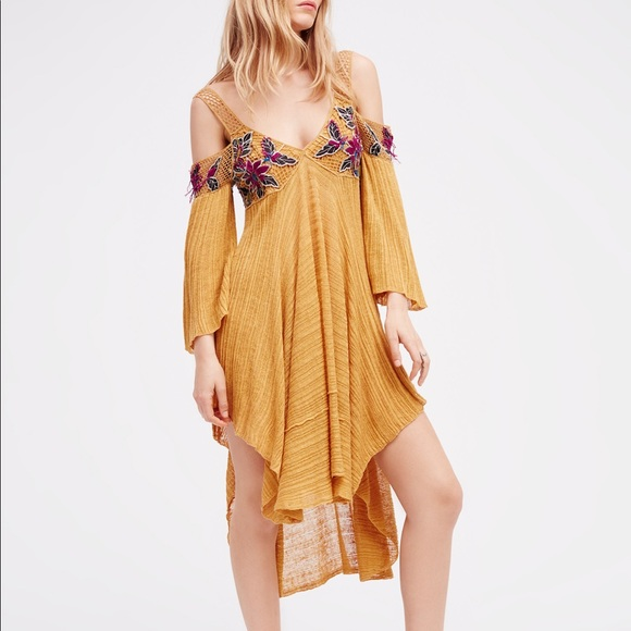 4197ed9d871 Free People Tops - FP Embroidered Cold Shoulder tunic dress