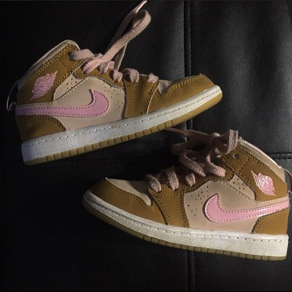 118d99d9df1 Nike Jordans retro Lola bunny air girls size 11. M 591403f9522b45d7a5019b39