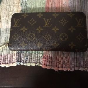 Louis Vuitton Handbags - Price lowered * Louis Vuitton Zippy Wallet💯