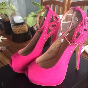 justFab hot pink pumps