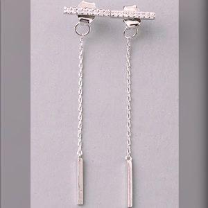 Jewelry - ❤️Dainty Silver Earrings❤️