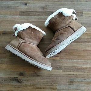 UGG Shoes - UGG Corduroy Short Bailey Sheepskin Boots
