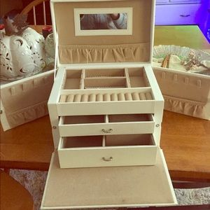 Accessories - Faux White Leather Jewelry Box/Storage/Vanity Case