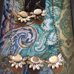 Jewelry - Beautiful set! Necklace and earrings
