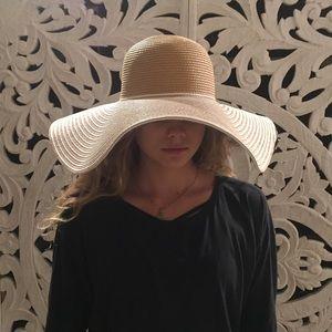 17bdb233fc2df5 Ellen Tracy Accessories - 🇺🇸 Ellen Tracy Trendy Sun Hat