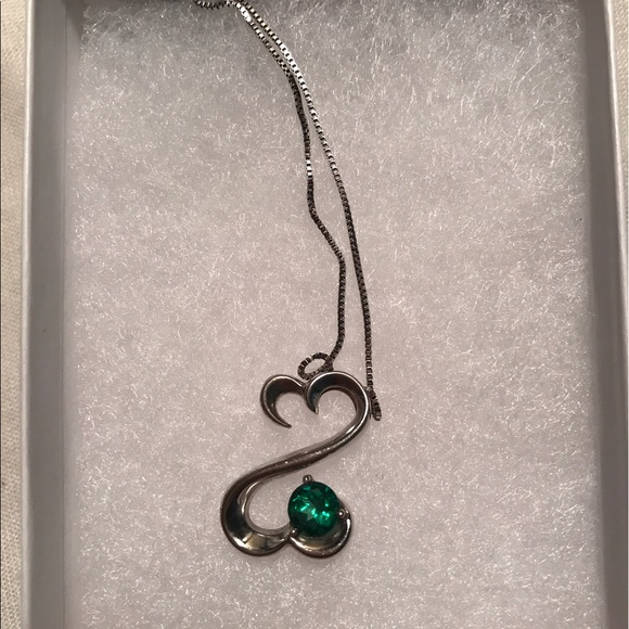 Kay Jewelers OPEN HEART EMERALD STONE STERLING SILVER NECKLACE from Cb