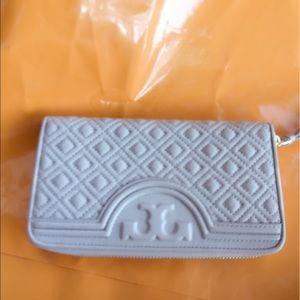 Tory Burch Handbags - Tory Burch Fleming Zip Wallet