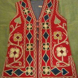 Hand embroidery red velvet vest