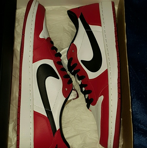 best sneakers 43498 1a17c Air Jordan 1 Retro Low OG (Chicago)