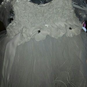 A white flower dress