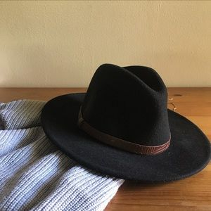 Brixton Accessories - Black hat with detailed leather belt