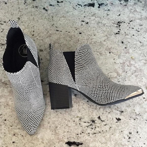 Missguided Shoes - Missguided Snakeskin Booties