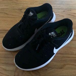 Nike Shoes - Nike Free RN/Run