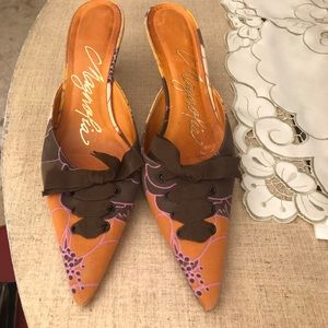 Magnolia Shoes - Floral mule with detail in front