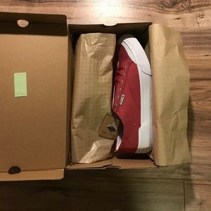 HUF Other - HUF Classic Lo Low top Ess Tx NWT
