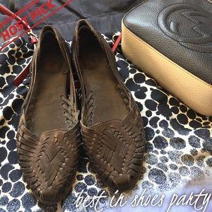 Frye Shoes - 🦄HP FRYE Heather Huarache Black Flats Sandals
