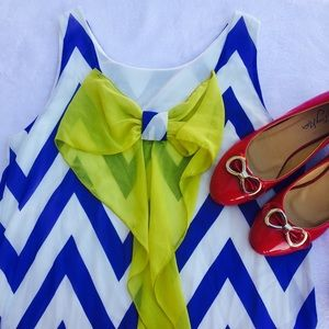 Dresses & Skirts - Chevron printed back Bow shift dress