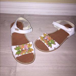 Pablosky Kids Other - Pablosky Kids Sandals White Flowers Size 33 2.5