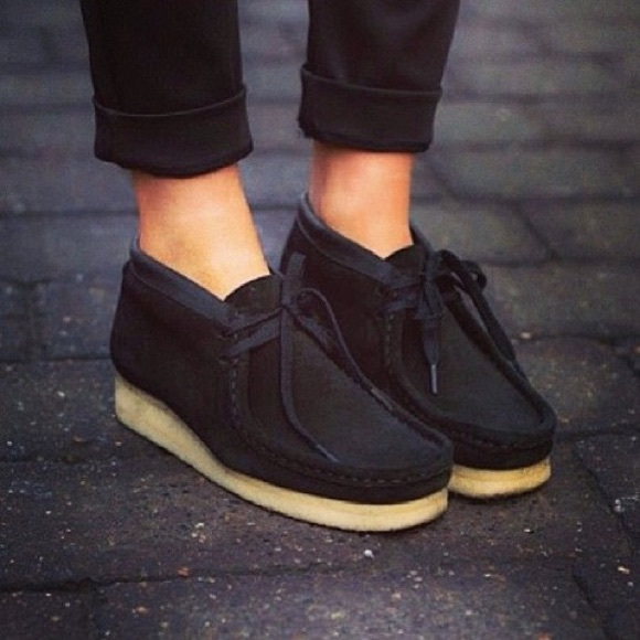 63652e38 Women's Black Suede Clarks Wallabees Size 6
