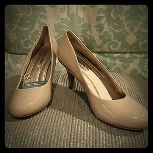 Predictions Shoes - NWT Predictions comfort plus heels 5 wide