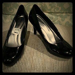 Predictions  Shoes - NWT Predictions comfort plus heels size 5.5