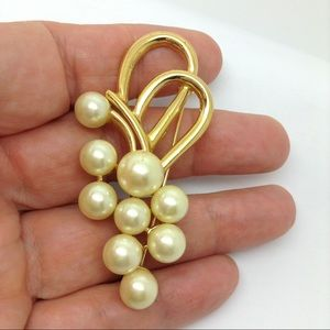 """Gold Tone, Faux Pearls,  2"""" brooch"""