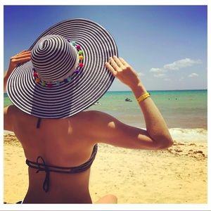 Accessories - Adorable striped Pom Pom sun hat