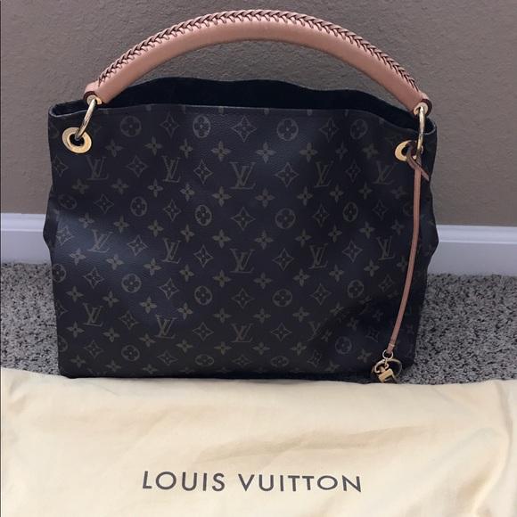 8c08d1cb339 Louis Vuitton Handbags - PRICE DROP Louis Vuitton Artsy MM Bag