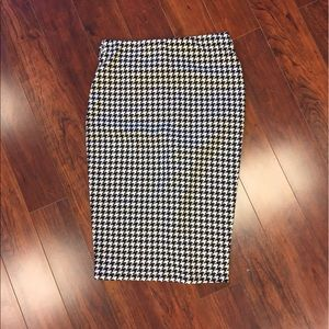 Dresses & Skirts - MUST GO!! Make an offer! Houndstooth  pencil skirt