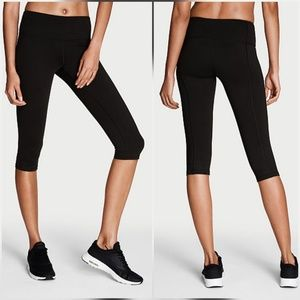 Victoria's Secret Pants - Victoria's Secret Knockout Capri Pants Crop Black