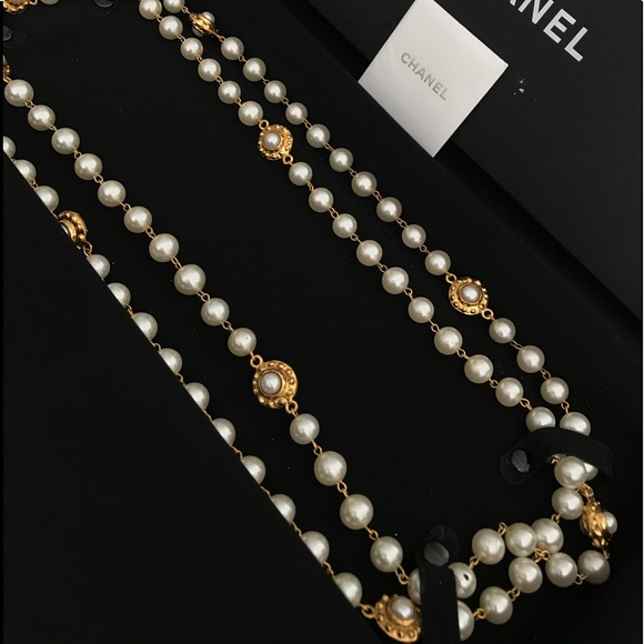 95e9ce2b6d Vintage Chanel Pearl and Gold Plated Necklace