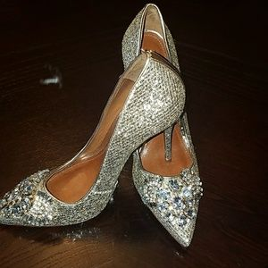Schultz Shoes - MAKE AND OFFER!!  Gold pump