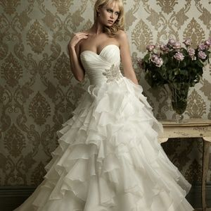 Allure Bridals Dresses & Skirts - Allure type 8862 style wedding dress gown crystal