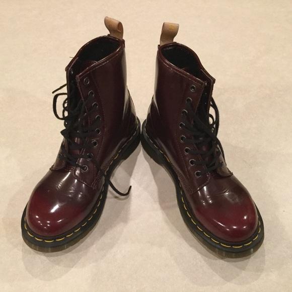 54 off dr martens shoes dr martens women 39 s size 7. Black Bedroom Furniture Sets. Home Design Ideas