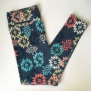Lularoe Aztec like TC Leggings NWOT