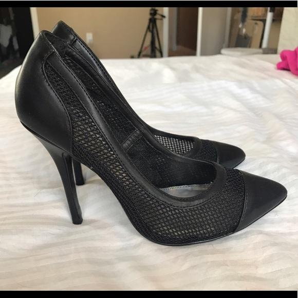 b5622d5d46e2 Steve Madden Black Leather   Mesh 4 inch Heel. M 59160ed3bcd4a7b745012c79