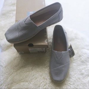 NWT // TOMS gray linen rope sole classics